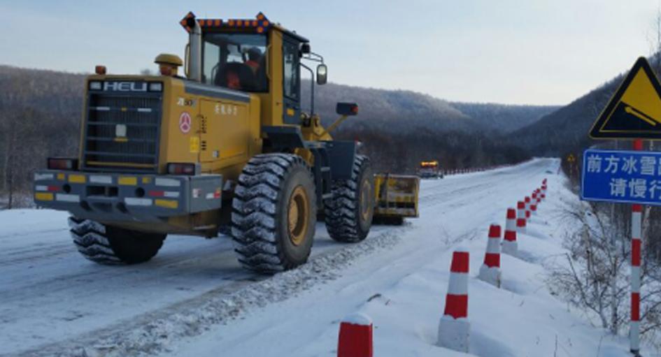 交通运输局强化防滑除冰作业